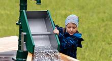 Sand- und Wasserspiel im Außenspielbereich
