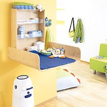 Wandwickelplätze & klappbare Wickeltische für Krippe & Kindergarten