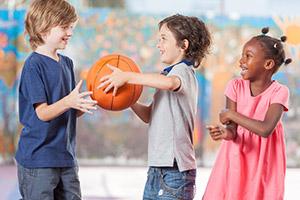 Bewegungs- & Teamaktivitäten für Flüchtlingskinder in Schule und Hort